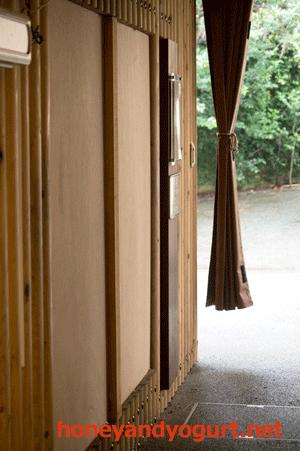 上野動物園 ツキノワグマ室内展示室