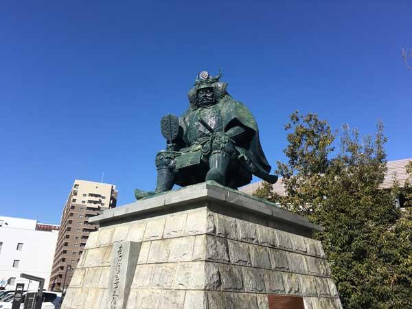 甲府駅 武田信玄公像